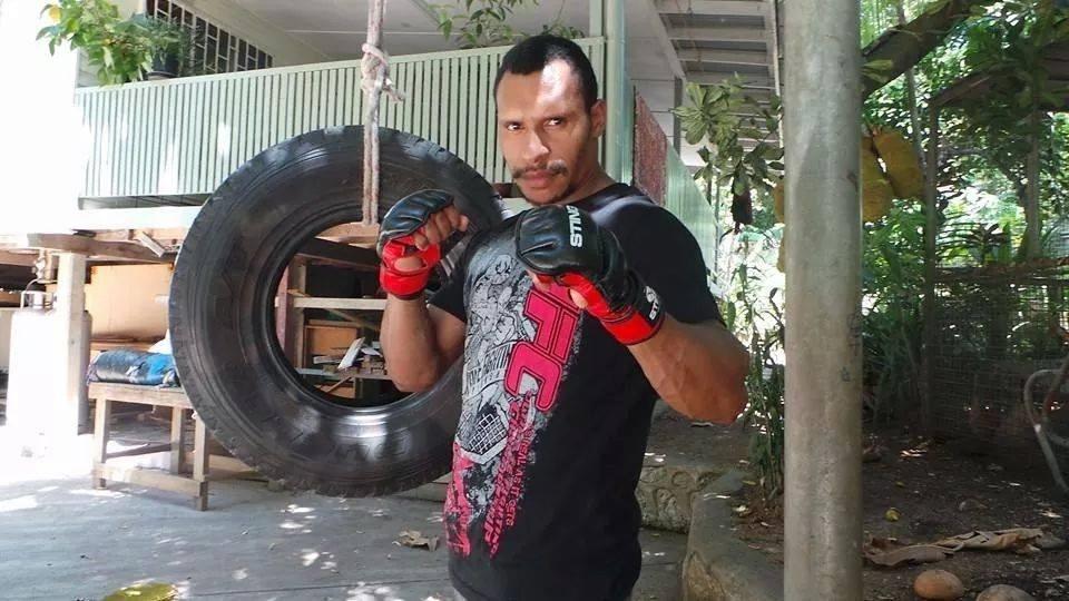 Jonathan Tuhu, lutador de Papua Nova Guiné ficou conhecido por um nocaute cinematográfico em luta de muay thai