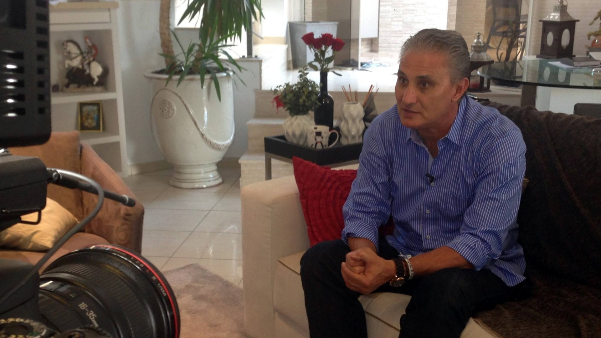 Tite recebe reportagem do UOL Esporte em sua residência em São Paulo