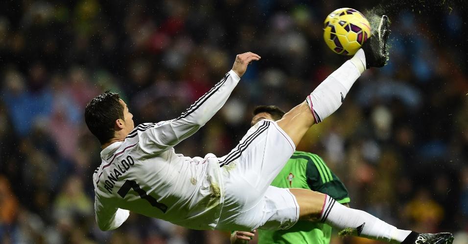 Cristiano Ronaldo no momento em que ele vira uma bicicleta no jogo do Real Madrid