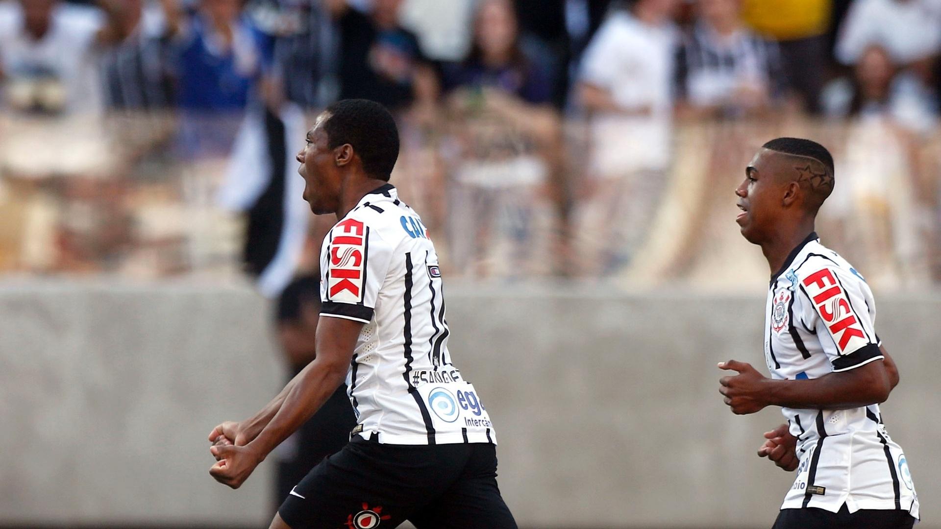 Elias comemora gol do Corinthians contra o Criciúma no Itaquerão