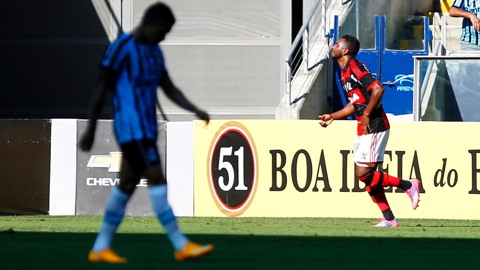 Luiz Antônio comemora o gol do Flamengo contra o Grêmio
