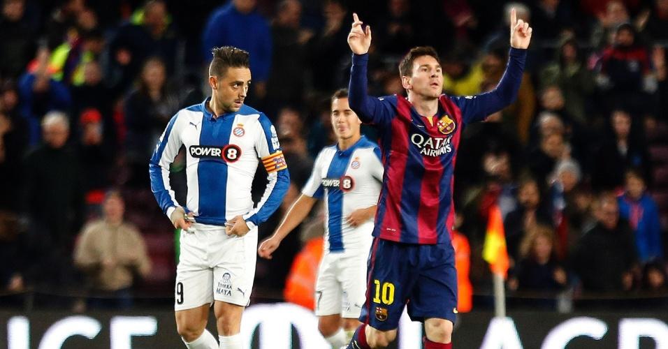 Messi comemora primeiro gol dele no jogo contra o Espanyol no Camp Nou