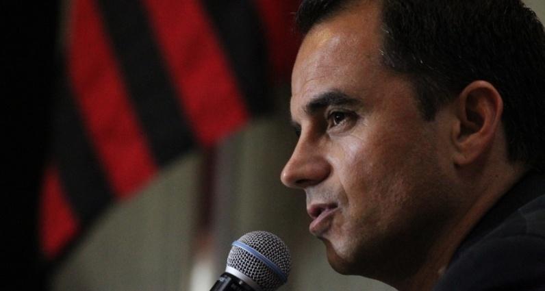 09 dez. 2014 - Rodrigo Caetano dá entrevista durante apresentação no Flamengo
