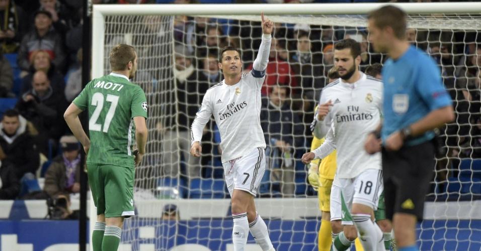 Cristiano Ronaldo comemora seu 5º gol nesta edição da Liga dos Campeões