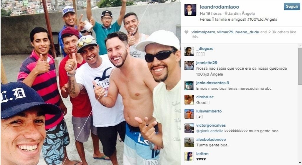 Leandro Damião encontrou os amigos do Jardim Ângela, na Zona Sul de São Paulo