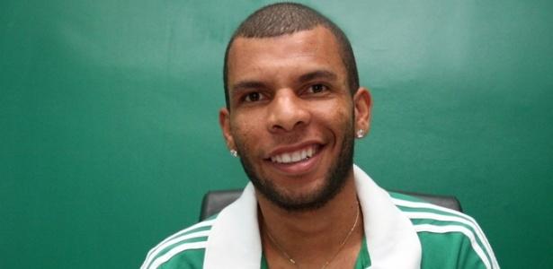 Amaral é o primeiro jogador contratado pelo Palmeiras para 2015