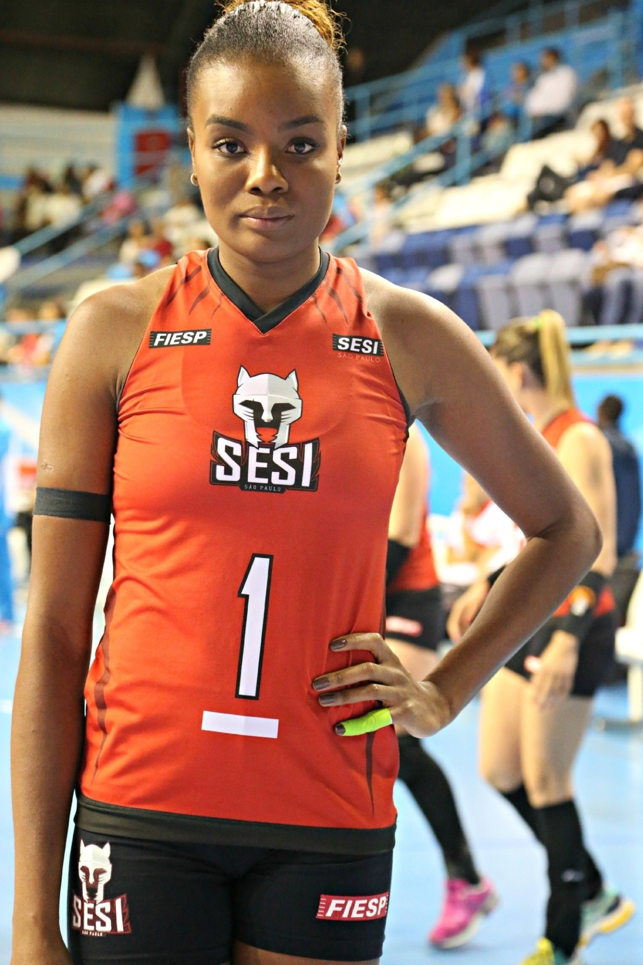 Jogadora da seleção brasileira, Fabiana é uma das atletas do Sesi e do Molico que usam faixa de luto pelo escândalo na CBT