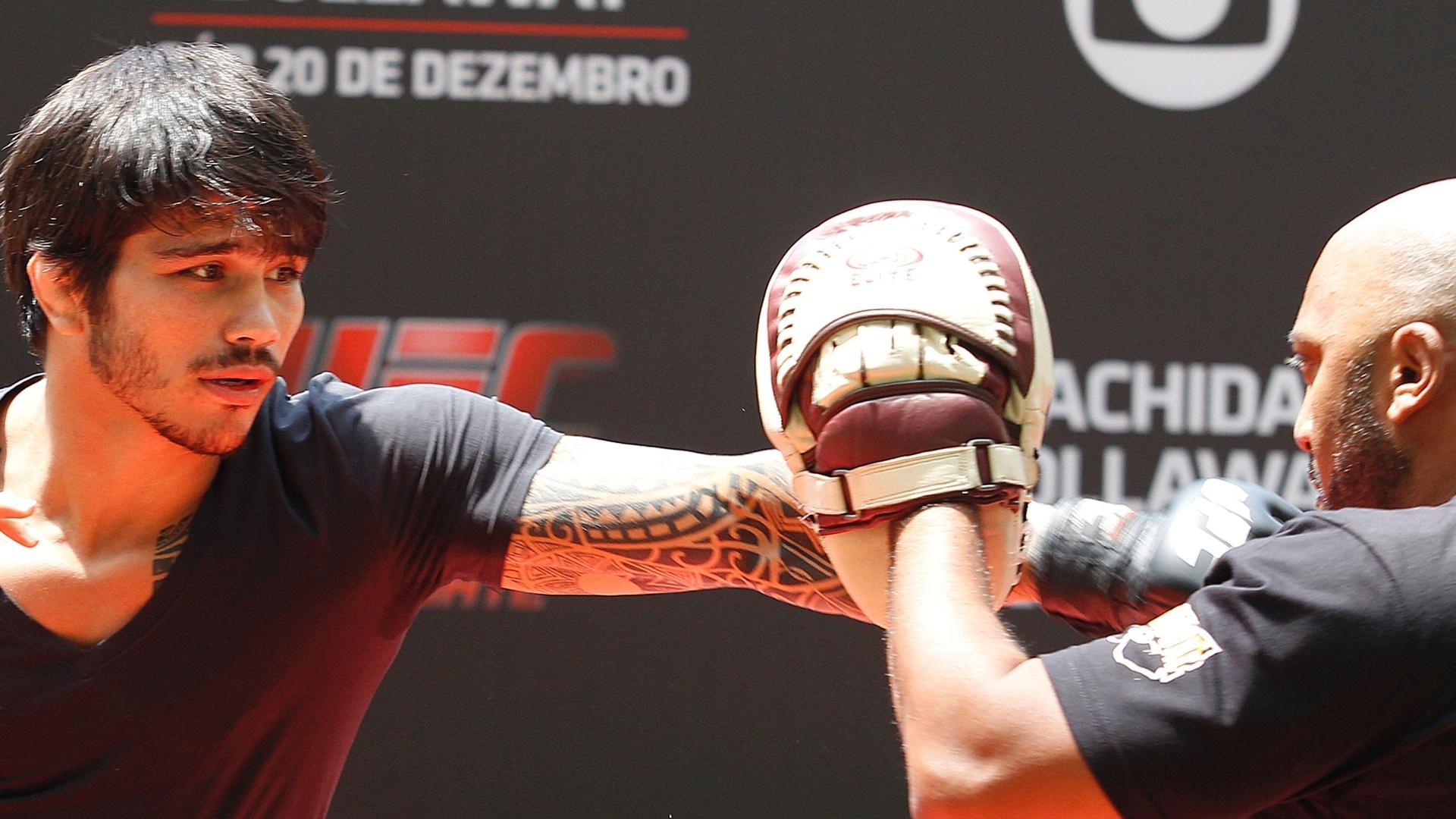 Erik Silva realiza treino aberto para o UFC Barueri