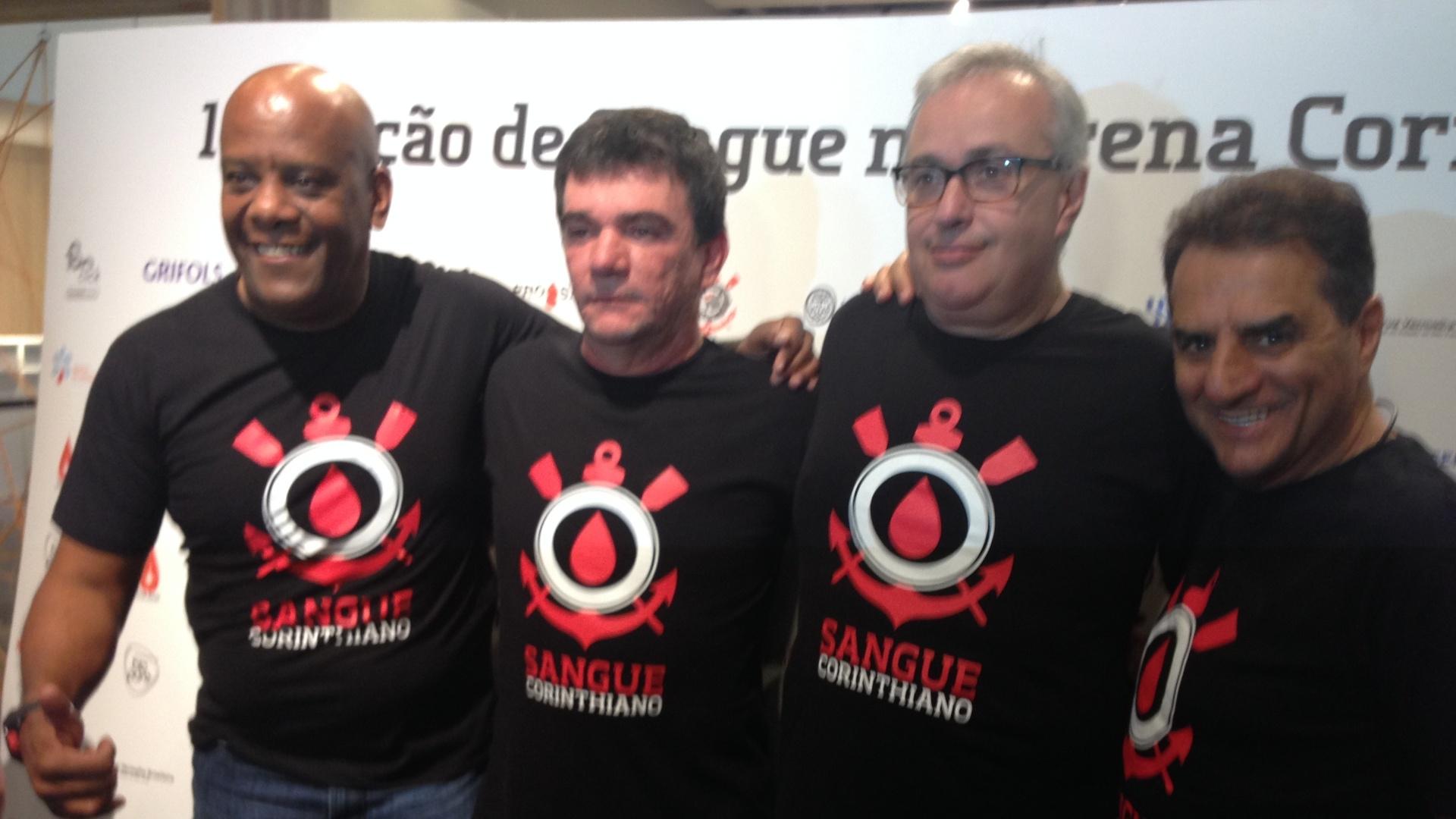 André Negão, Andrés Sanchez, Roberto de Andrade e Jorge Kalil posam durante evento Sangue Corintiano