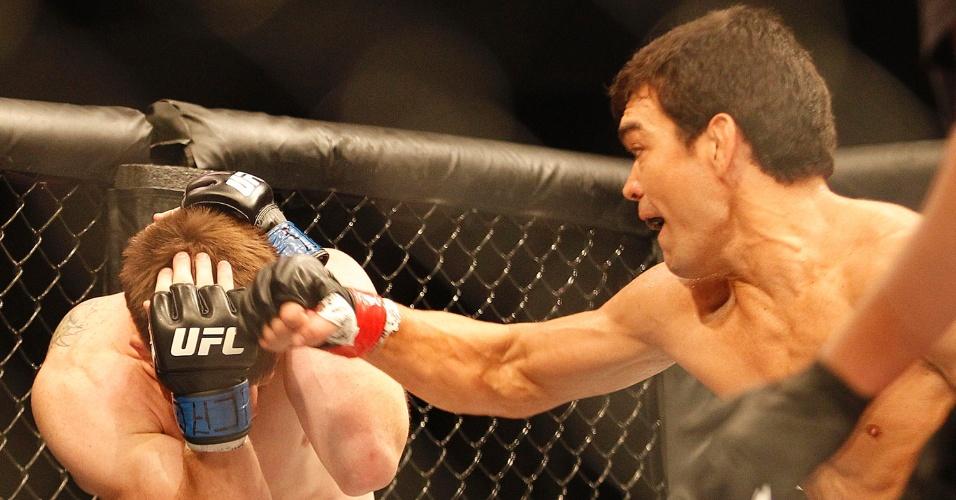 Machida dispara sequência de golpes para garantir a vitória em Barueri