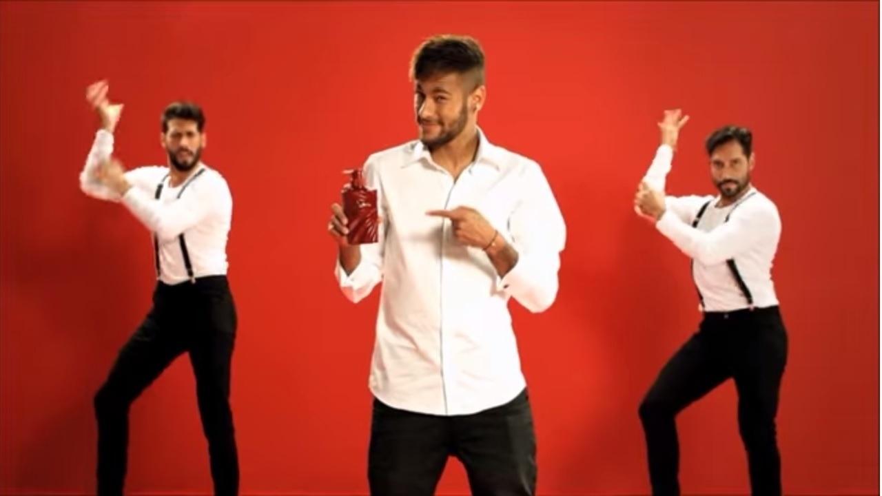 Neymar estrela comercial da Angfa, empresa japonesa de cosméticos, para o shampoo Scalp-D