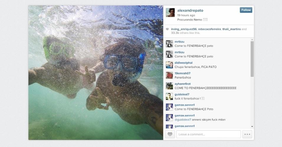 Alexandre Pato, no Havaí, posta foto mergulhando; nos comentários, fãs do Fenerbahce pedem contratação do atacante