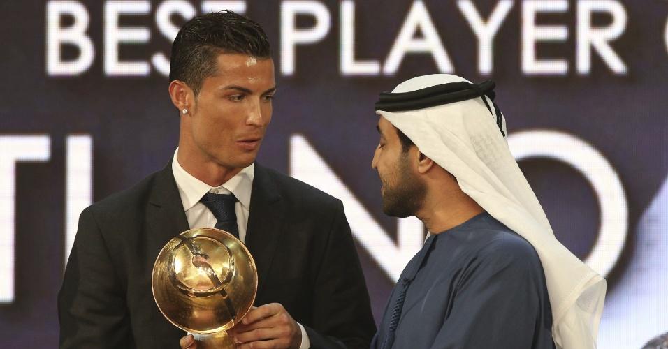 Cristiano Ronaldo recebe prêmio em Dubai