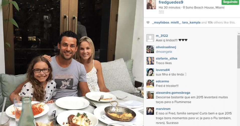 Fred passa férias em Miami (EUA) com a filha Geovanna e a namorada Paula Armani