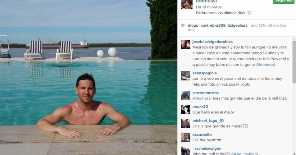 Lionel Messi aproveita os últimos dias de folga do Barça para se refrescar na piscina