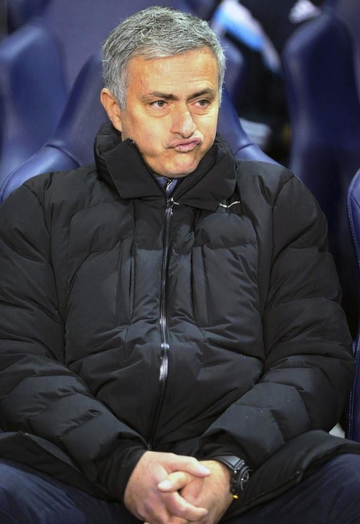 Mourinho faz careta após derrota do Chelsea para o Tottenham por 5 a 3