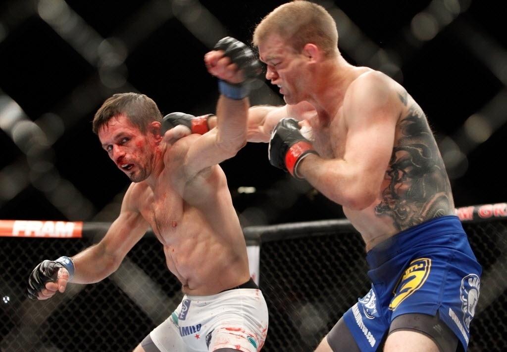 Brasileiro Rodrigo Damm é atingido por Dunham em luta que o brasileiro perdeu no UFC 182
