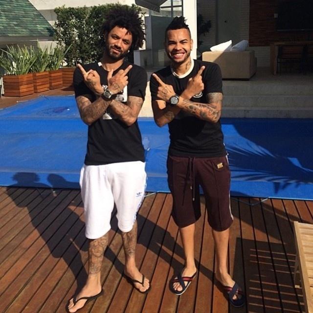 Dentinho homenageou o amigo Cristian, oficializado pelo Corinthians
