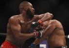 UFC oficializa disputa de cinturão entre Jon Jones e Cormier para abril