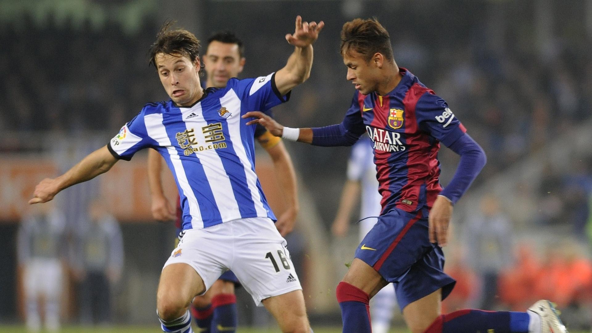 Neymar tenta furar marcação da Real Sociedad