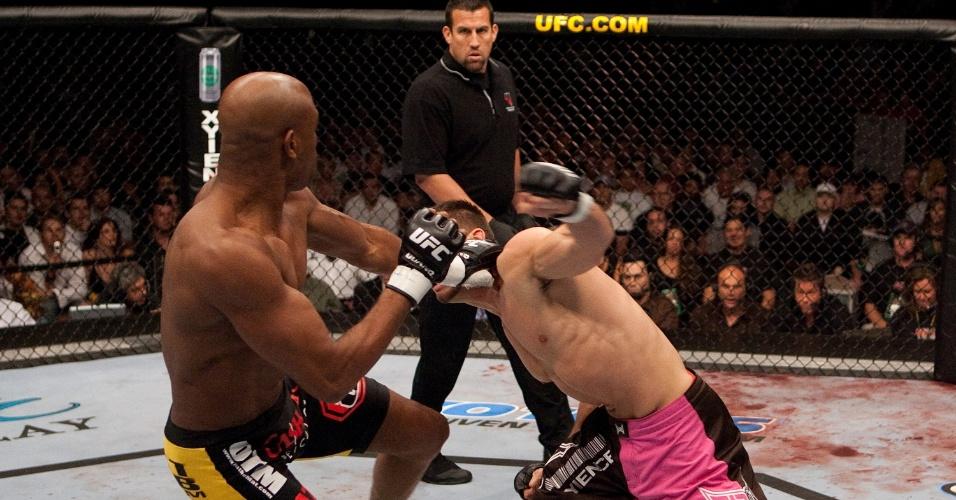 14.out.2006 - Anderson Silva disputa - e vence - pela primeira vez o cinturão do UFC em luta contra Rich Franklin