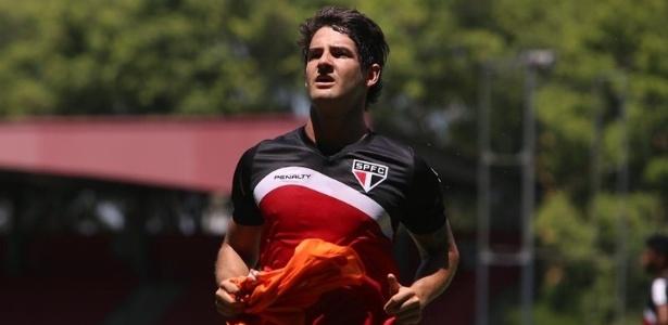 Pato reassume lugar no time do São Paulo depois de ficar de fora contra Corinthians