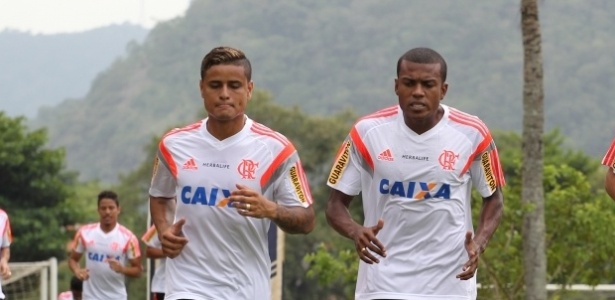 Everton (e) e Marcelo Cirino (d): velocidade no ataque do Flamengo em 2015