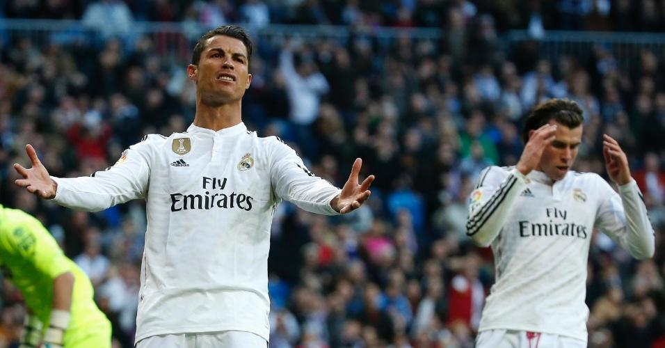 Cristiano Ronaldo reclama com Bale durante jogo do Real Madrid