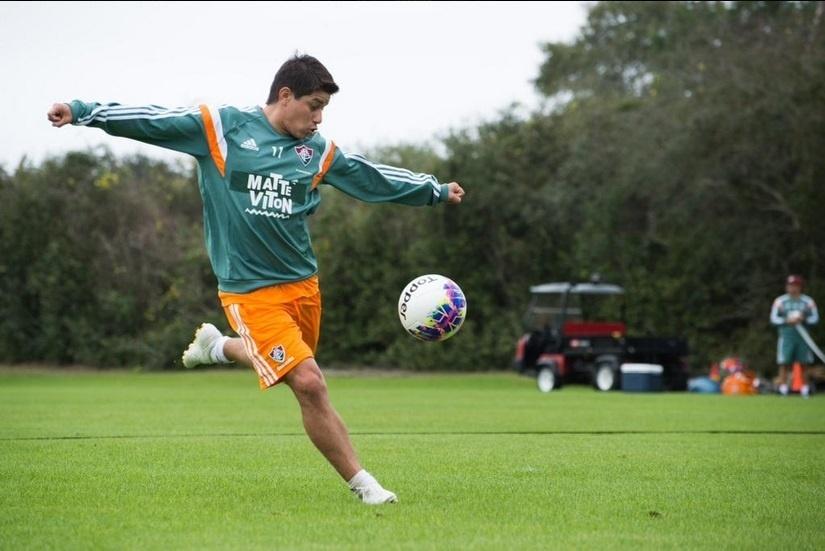 Darío Conca arrisca chute durante treinamento do Fluminense nos Estados Unidos