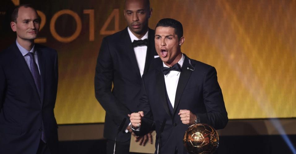Cristiano Ronaldo solta grito após vencer o troféu Bola de Ouro da Fifa