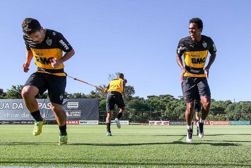 Leandro Donizete e Jô fazem treino físico na Cidade do Galo