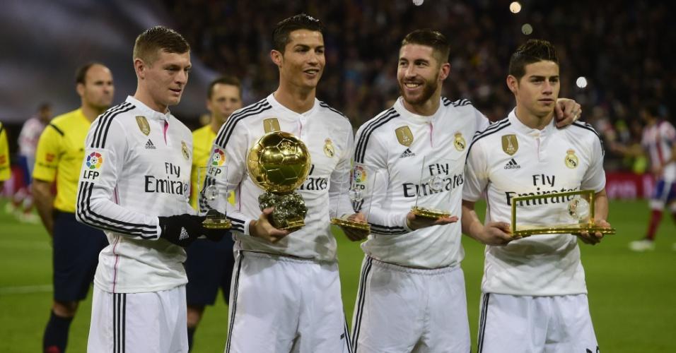Toni Kroos, Cristiano Ronaldo, Sergio Ramos e James Rodríguez: jogadores do Real Madri premiados na cerimônia da Bola de Ouro FIFA