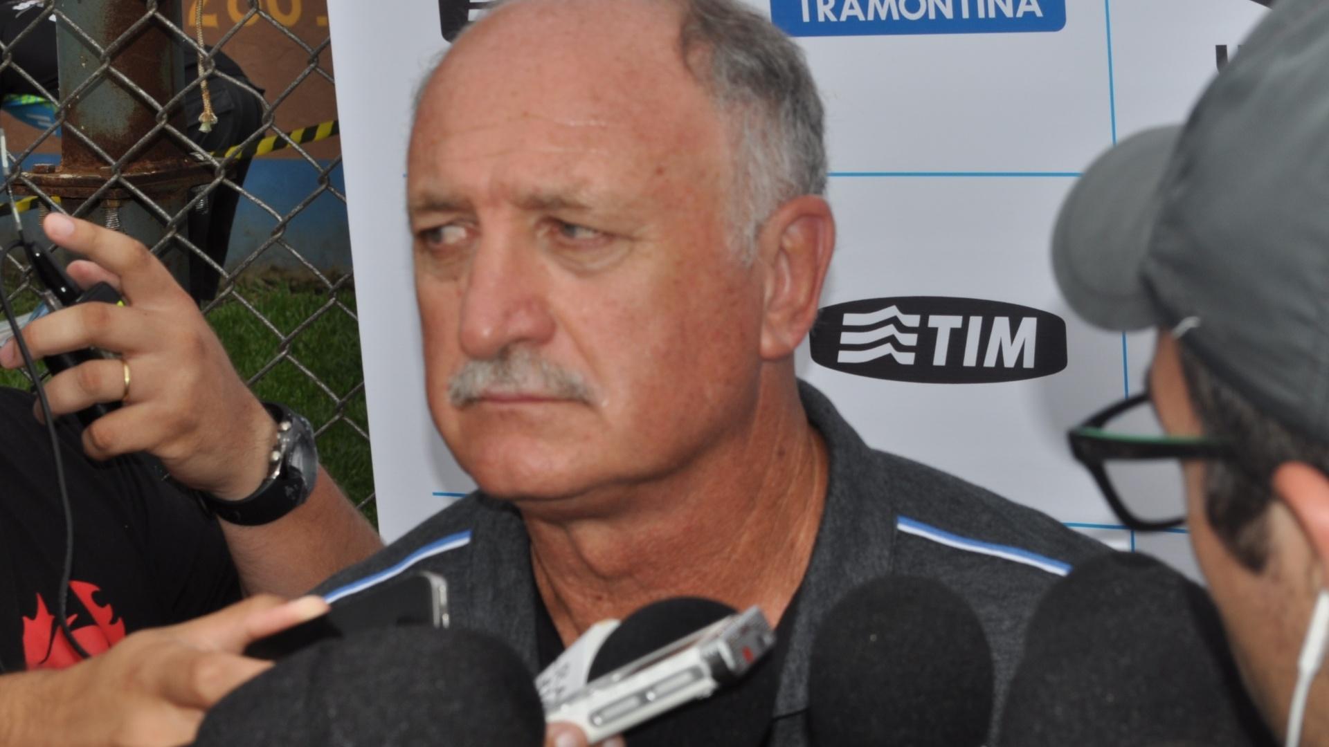18 jan 2015 - Felipão não gosta de perguntas em entrevista coletiva