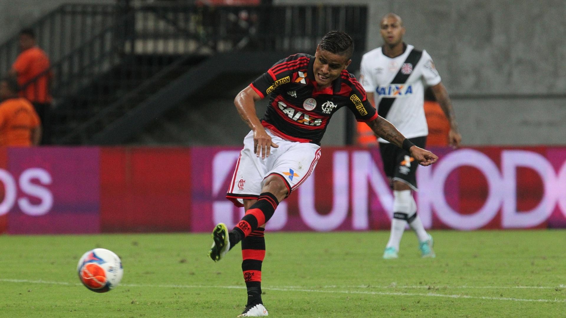 Everton conclui e vence o goleiro Martín Silva para marcar o gol do Flamengo