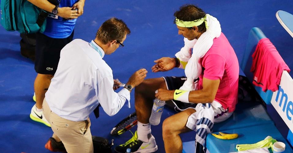 Rafael Nadal passou mal e precisou de atendimento médico na partida contra Tim Smyczek