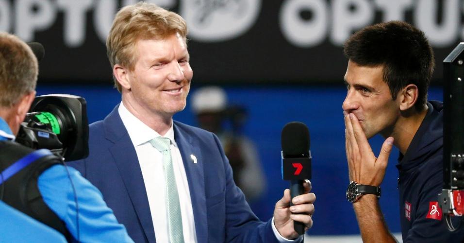 Djokovic manda beijo para sua mãe após vencer Verdasco no Aberto da Austrália