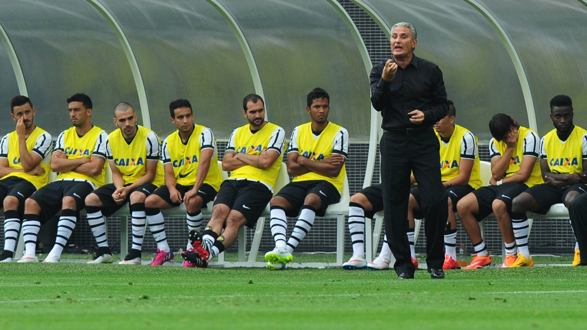 Técnico Tite orienta Corinthians durante amistoso contra o Corinthians-Casuals