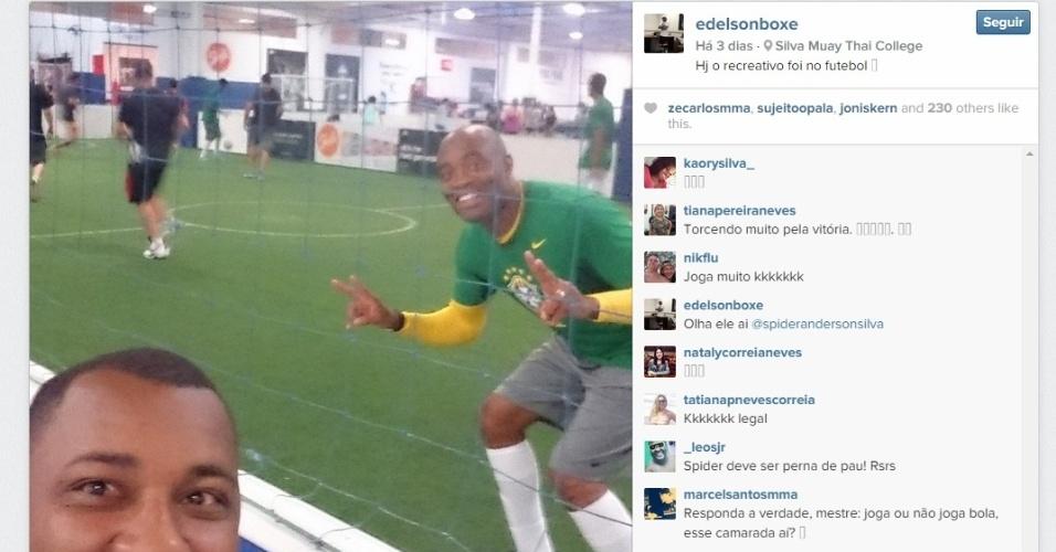 Na quinta-feira (22), Anderson Silva mostrou boa recuperação da perna e fez um treino recreativo jogando futebol