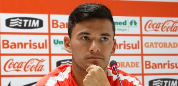 936dbe0d3f0 Chileno Aránguiz pede para sair do Inter