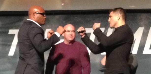 Anderson Silva e Nick Diaz em encarada em Las Vegas