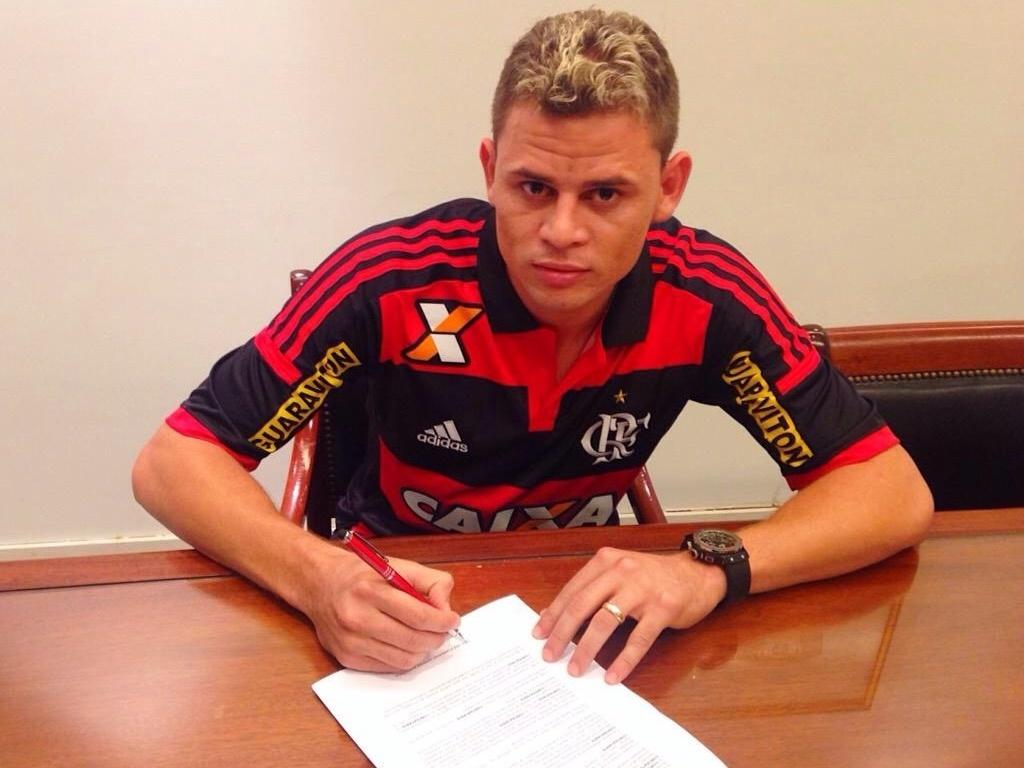 Jonas assina contrato com o Flamengo até 2019