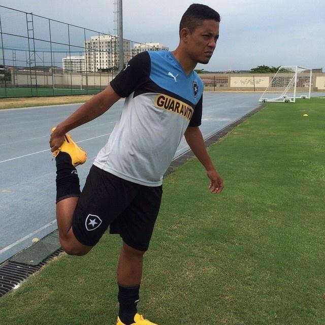 Tomas faz seu primeiro treinamento com a camisa do Botafogo no Engenhão.