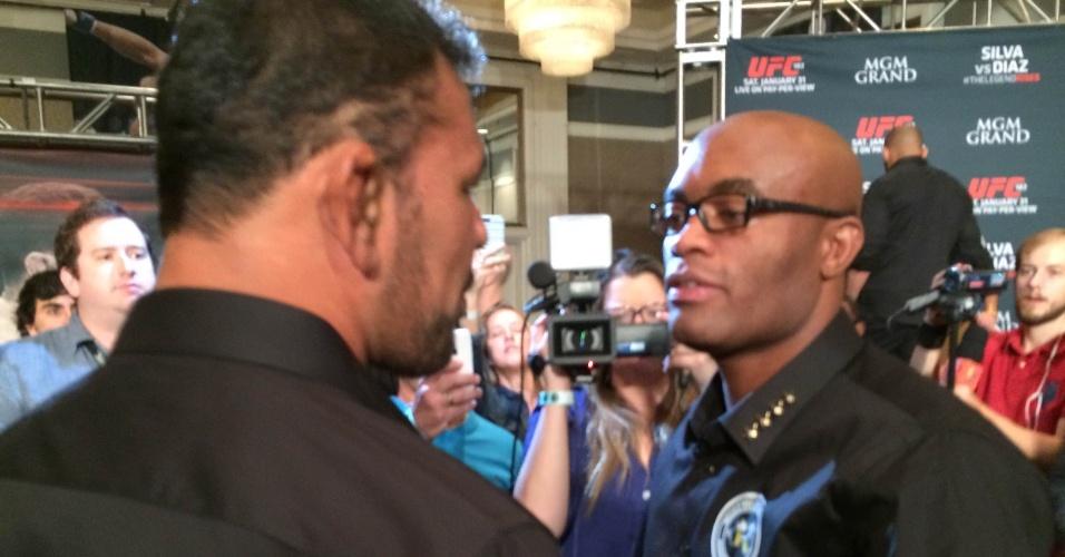 Anderson Silva cumprimenta Minotauro em Las Vegas