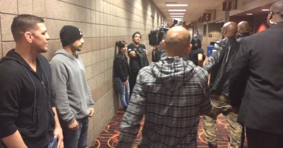 Nick Diaz faz caras de poucos amigos ao encontrar Anderson Silva pela primeira vez em Las Vegas antes da luta no UFC 183, neste sábado