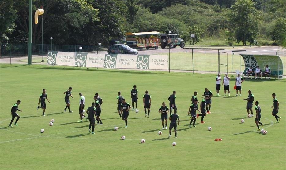 30.jan.2015 - Jogadores do Coritiba treinam durante a pré-temporada de 2015