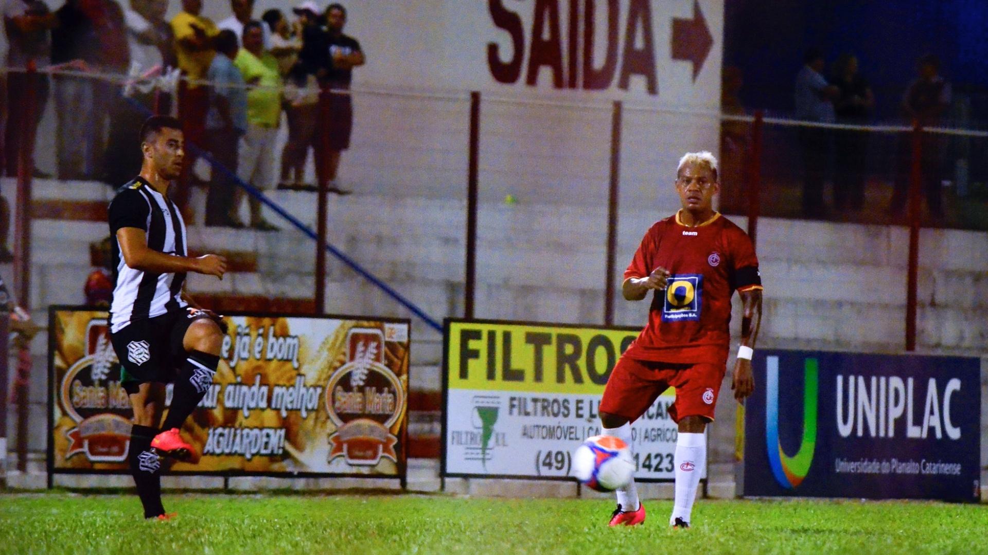 Marcelinho Paraíba, meia de Inter de Lages, em amistoso contra o Figueirense