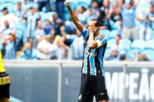 31 jan 2015 - Barcos comemora um de seus gols na vitória do Grêmio por 3 a 0