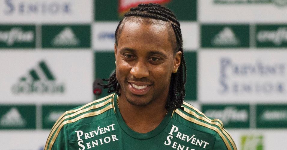 Arouca é apresentado no Palmeiras