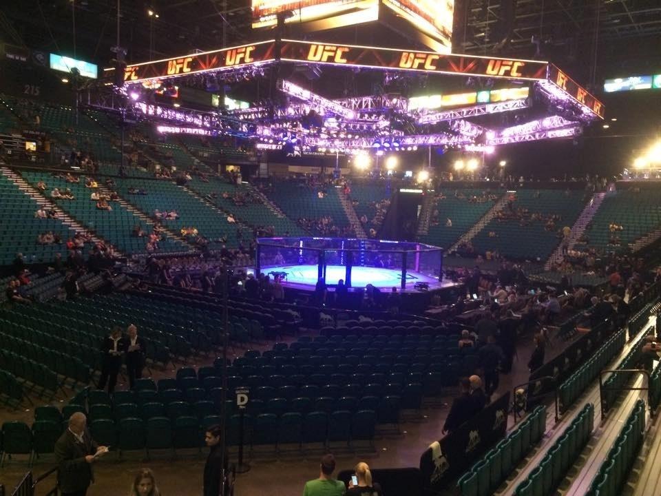 Público começa a encher a MGM Arena, que vai receber o UFC 183 neste sábado (31), com Anderson Silva e Nick Diaz na luta principal