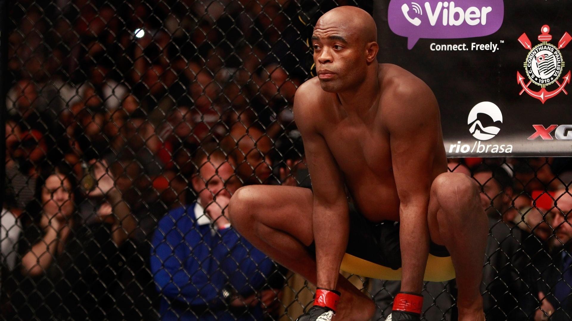 Anderson Silva se concentra antes de partir para cima de Nick Diaz durante a luta principal do UFC 183 em Las Vegas (EUA)